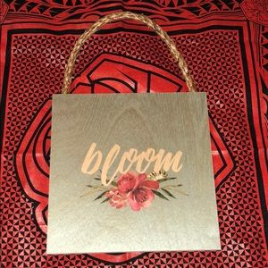 Bloom 🌺 Plaque NWOT